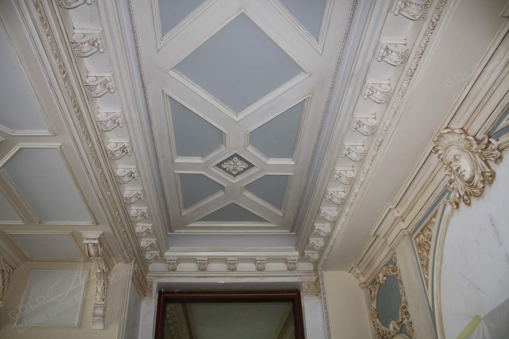 Потолок своими руками фото с лепниной