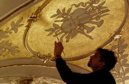 реставрация росписи на стене