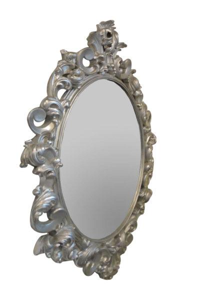 зеркало в серебристой раме